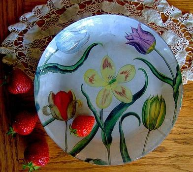Decoupage of plates: we are engaged in creativity in house conditions
