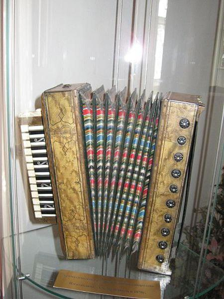 Virtuosic accordionists of Russia